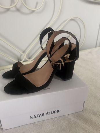 Czarne sandałki Kazar