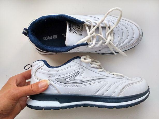 Легкі біло-сині кросівки (р. 38)