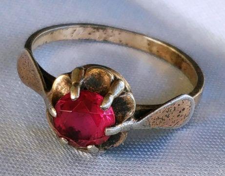 Серебряное кольцо с рубинчиком 875 -й пробы СССР