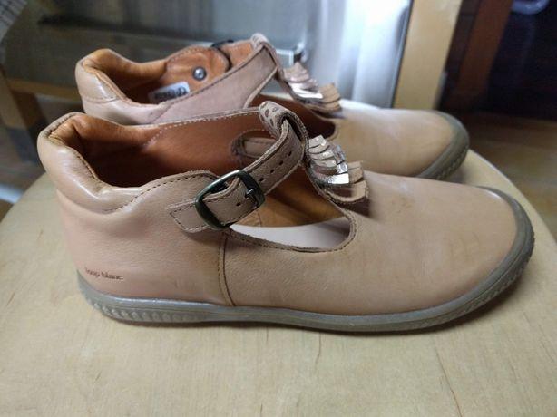 Sapatos novos menina em pele tamanho 34