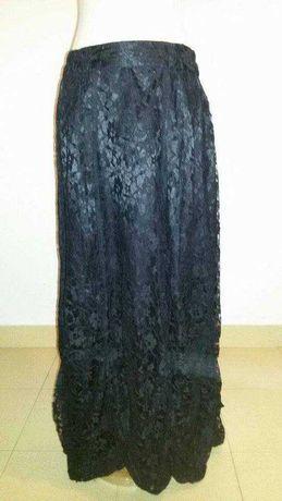 Saia preta comprida com renda da Raven estilo gótico