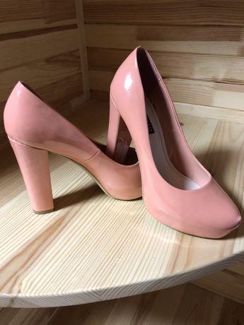 Туфлі персикового кольору