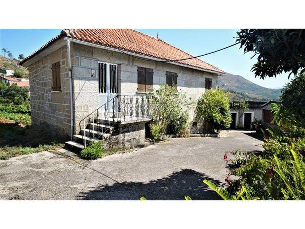 Moradia T3 com 1 200 m2 de Terreno em Badim, Monção