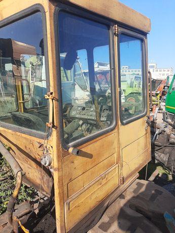 Кабина на трактор дт казахстанец алтаец гусеничный  т74 дверь дт-75