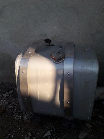 Продам топливный бак 250 л. с лапами и хомутами.