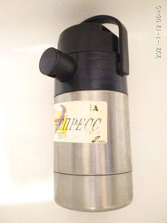 Термос СССР, 2 литра, б/у, вакуумный с насосом и металлической колбой,