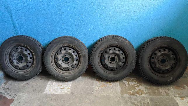 Шины, колеса, зимняя резина на дисках  комплект 4 штуки