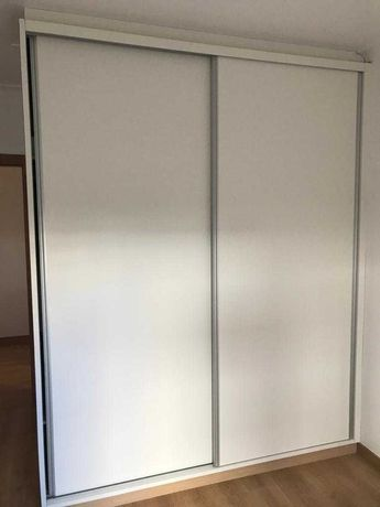 Roupeiro com espelho 255x205x60 (com portas de correr)