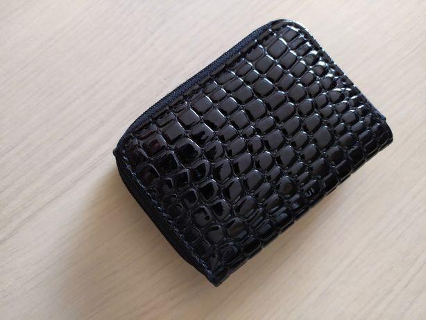 portfel lekierkowany z motywem skóry