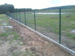 Usługi ogrodzeniowe montaż płotów z siatki paneli, betonowych