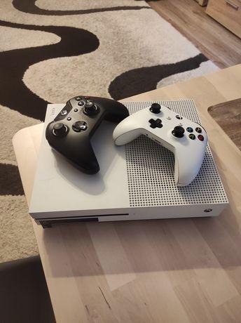 Xbox one s + 2 pady