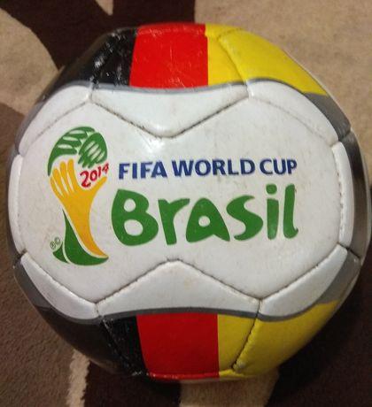 Футбольный  мяч   .