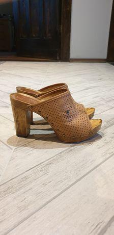 Brązowe sandały ażurowe na ala drewnianym obcasie 38
