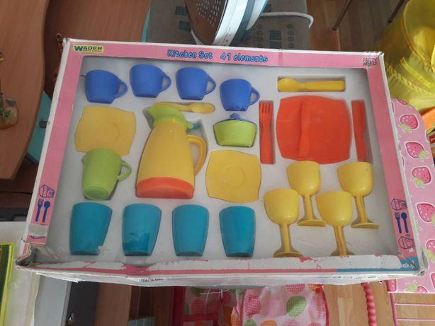 Набор детской посуды от Wader для девочки от 1 года до 10 лет
