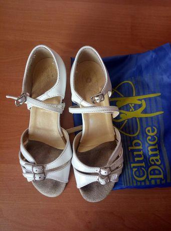Туфли бальные для девочки 22 см. Туфлі для танців