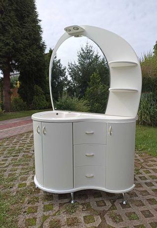 szafka łazienkowa z umywalką i dużym lustrem