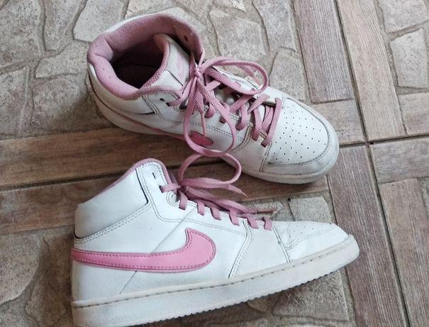Кроссовки Nike р.37.5