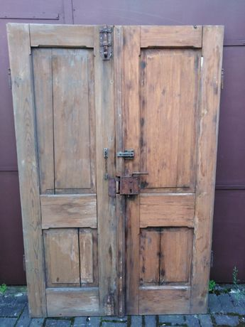 Stare dwuskrzydłowe drzwi z kamienicy Retro