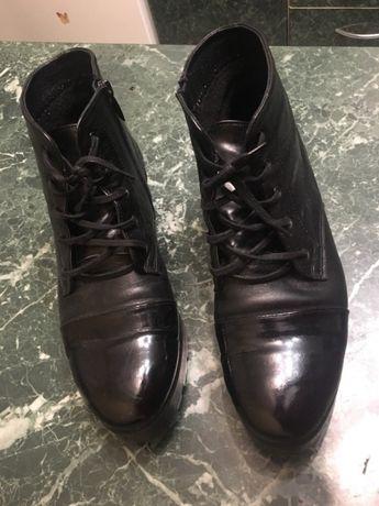 Шкіряні черевики Лакові