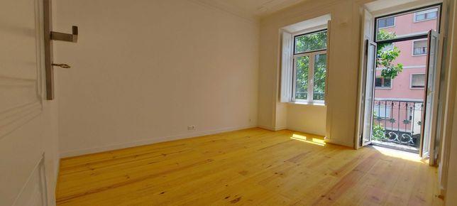 Apartamento T4 totalmente remodelado na Rua Luciano Cordeiro