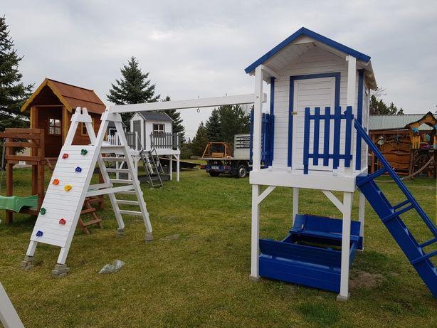 Plac zabaw . Domek dla dzieci .