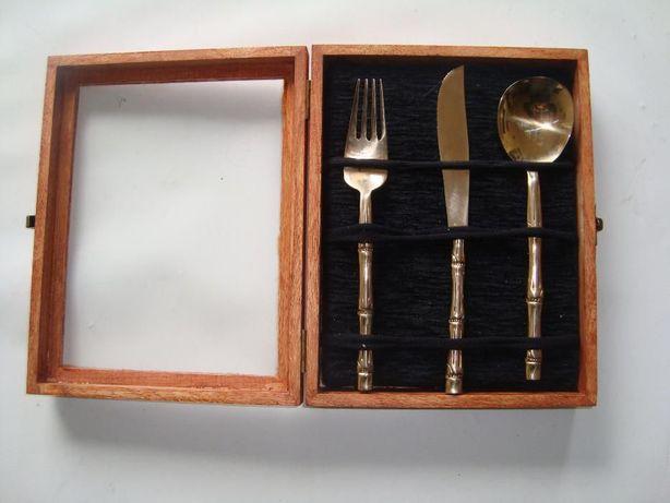 Faqueiro Dourado 3 peças em caixa de madeira ou individual