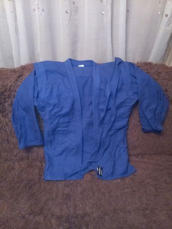 Продам кимоно с шортами 4000 рублей торг хороший