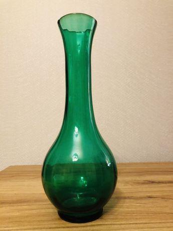 Zielony szklany wazon