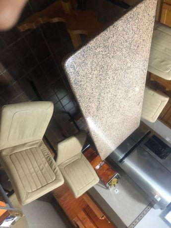Mesa de cozinha e cadeiras novas