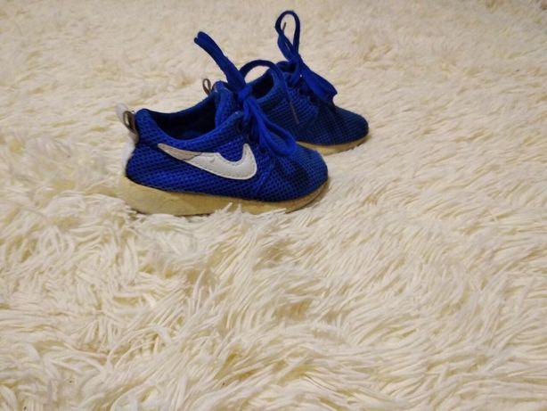 Фирменные мягусенькие кроссовки