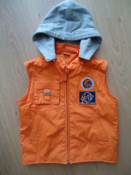 Куртка безрукавка на мальчика 6-8 лет, фирменная, состояние идеальное.