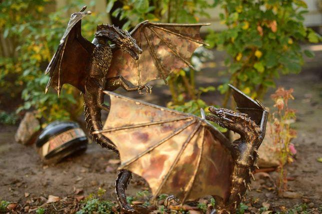 битва драконов на башне из нержавеющей стали