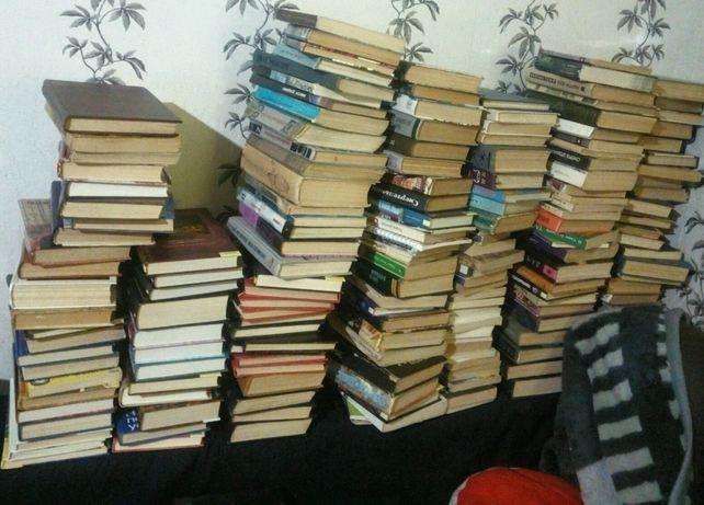 Распродаю библиотеку,книги,детективы,классика,романы,фантастика