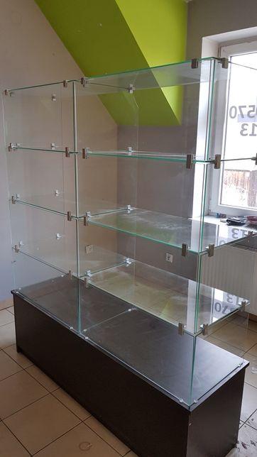 Regały szklane z podstawą z płyty