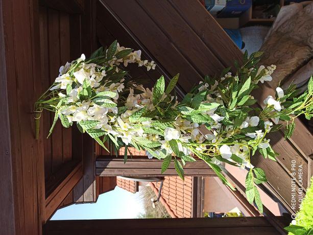 Sztuczna gałąź Wisterii oraz liście bluszczu