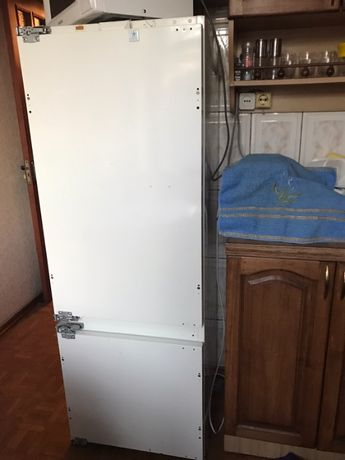 Продам холодильник Bauknecht