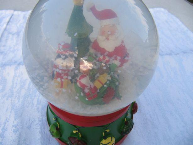 """Сувенир снежный шар """"Дед Мороз на подставке"""", музыкальный ."""