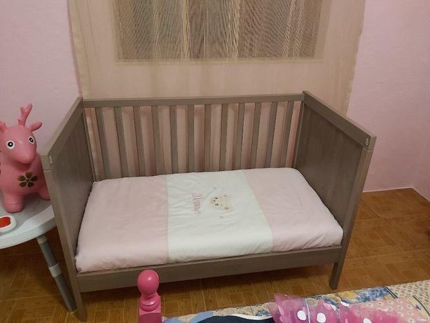 Cama bebé com colchão