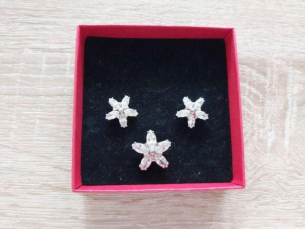 Komplet srebrny z cyrkoniami kwiatki