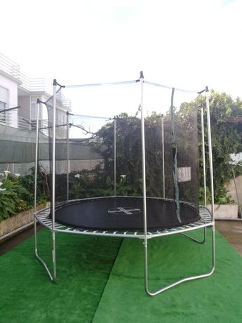 Aluguer de trampolim (pula pula) de 3 metros festas privadas