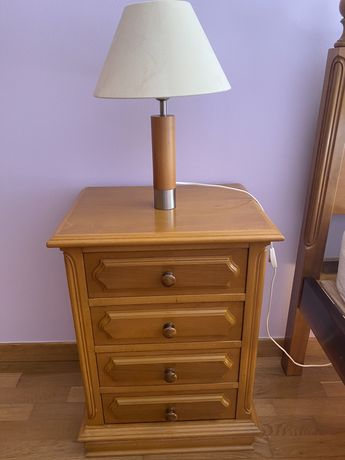Mesa de cabeceira em madeira maciça Faia