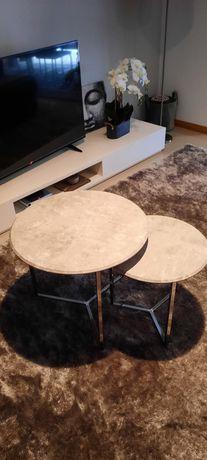 Duas mesas de centro