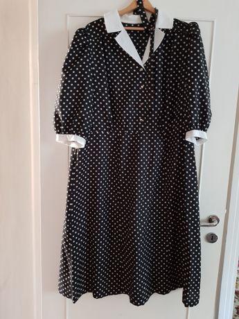 Elegancka sukienka w groszki, duży rozmiar