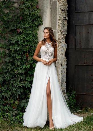 Красива весільна сукня