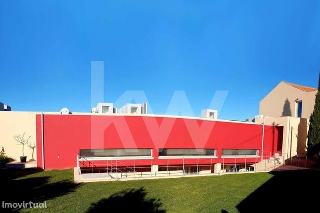 Moradia T3+1 com 3 suites, garagem e terreno de 949,90 m2 - Almargem d