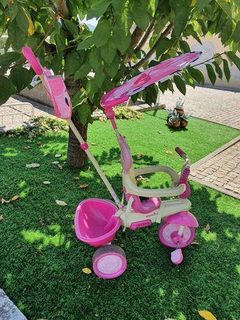 Triciclo de menina