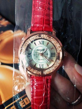 Часы красные,из кож.зама новые