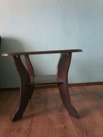 Mały stolik ze szkłem