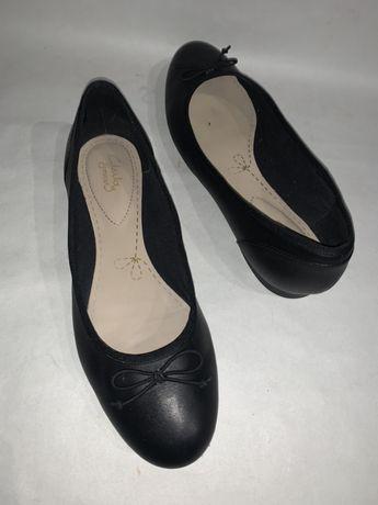 Женские кожаные фирменные туфли Clarks. Размер 40. Стелька 26.3.
