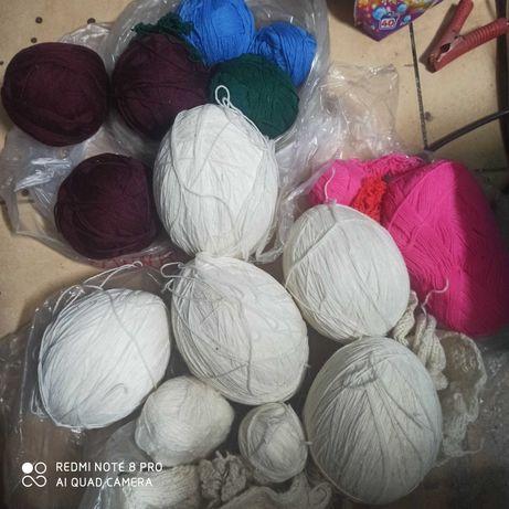 Włóczki wełny na swetry różne kolory
